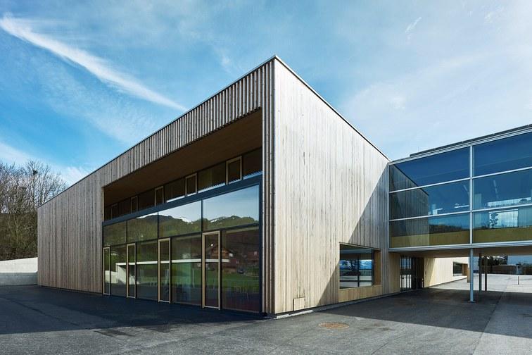 Sporthalle und Mehrzweckgebäude